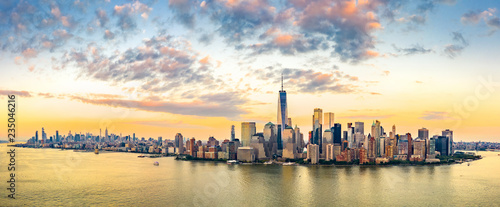 Fototapete Aerial panorama of New York City skyline at sunset with both midtown and downtown Manhattan