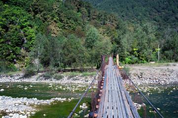 Подвесной мост через горную реку Псезуапсе в районе поселка Татьяновка, Лазоревский район, Краснодарский край, Россия
