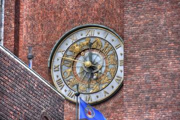 Norwegen, Oslo, Rathaus, Uhr, Rathausuhr, Glockenspiel, Zeiger, Ziegel, Ziegelbau, Zentrum, Stadtzentrum, Verwaltung, Wahrzeichen, Friedensnobelpreis,