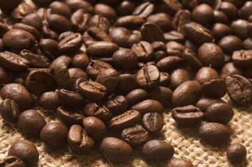 Kaffeebohnen auf Sackleinen