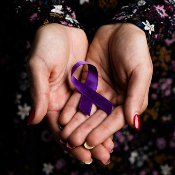 purple ribbon against the violence against women
