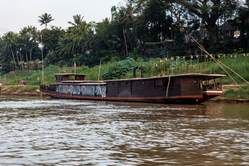 Laos - Luang Prabang - Fahrt auf dem Mekong zu den Pak Ou Höhlen