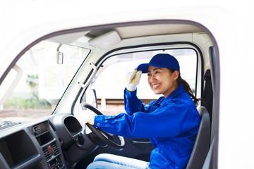 運送業者の女性