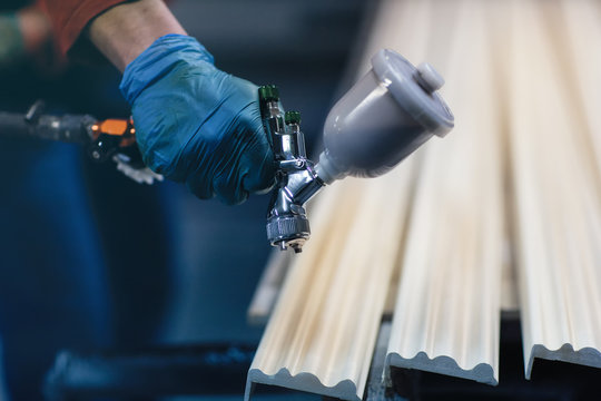 Painting wooden slats from an automatic spray