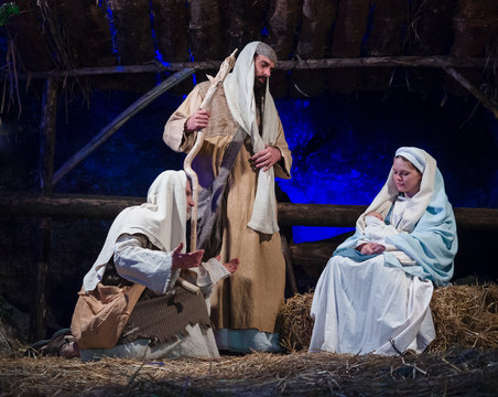 Representation of the nativity recreating the famous paintings of Giotto and Caravaggio.