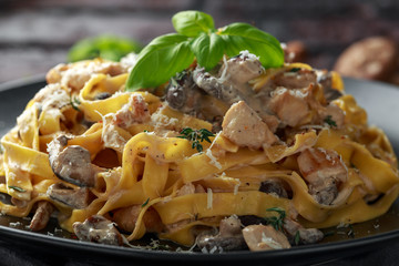 Pasta with shiitake mushrooms and chicken with herbs and cheese