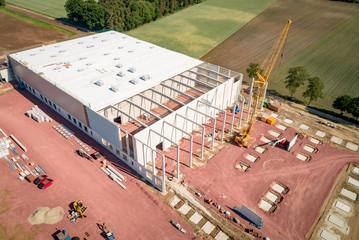 Industrie - moderner Hallenbau, Luftbild