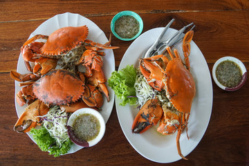 cooked mud crab with seafood sauce