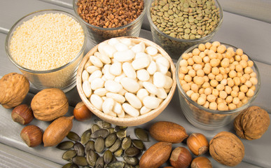 Food products containing protein of vegetable origin.
