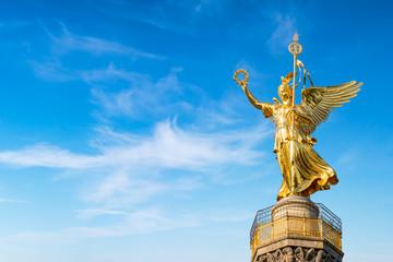 Poster Berlin Siegessäule mit Viktoria Statue vor blauem Himmel, Berlin, Deutschland