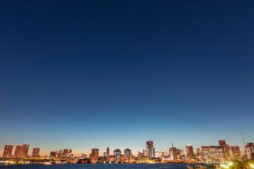 晴海埠頭からの東京湾岸の夜景