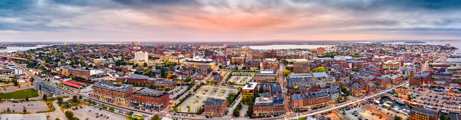 Fotomurales - Aerial panorama of downtown Portland, Maine at dusk