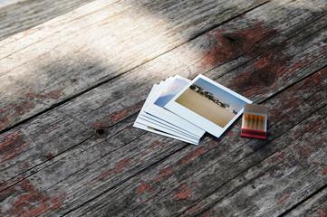 ポラロイド写真とペーパーマッチ