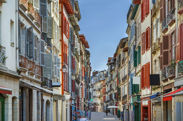 Fototapete - Street in Bayonne, France