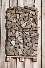Augestapelte Holzscheite, Holzstücke
