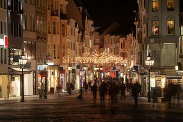 Weihnachtseinkauf in der City (Bonn, Sternstraße)