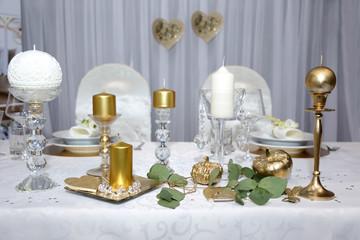 Obraz Pięknie udekorowany stół do obiadu w restauracji. - fototapety do salonu
