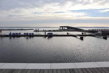 Der neue Stadthafen in Senftenberg mit Seebrücke