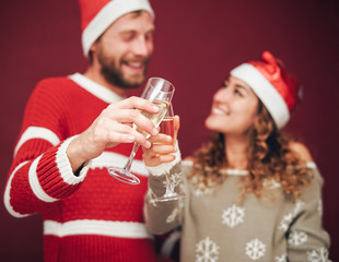 Happy couple drinking champagne during christmas time - Young millennial people having fun celebrating xmas holidays together - Love, relationship and youth lifestyle