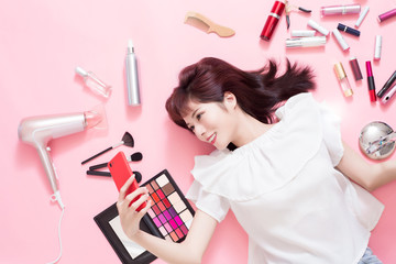 woman selfie with makeup tools
