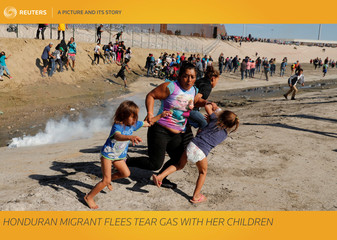 A Picture and its Story: Honduran migrant flees tear gas with her children