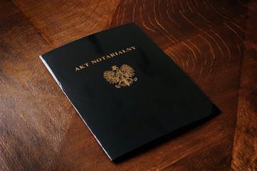 notariusz, akt, biuro, biurko, dokument, waznosc, polski, reka, dlon, elegancja, powaga, zaufanie, akt notarialny, panstwowy, sprawiedliwosc,
