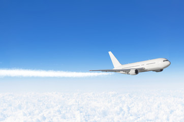 Keuken foto achterwand Vliegtuig Passenger airplane flying at flight level high in the sky above the clouds