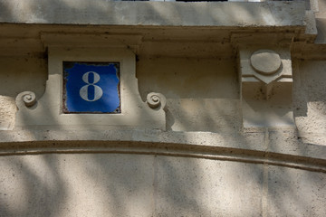 Numéro 8, plaque de numérotation d'immeuble, style français, Paris, France
