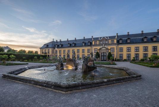 Germany, Lower Saxony, Hanover, Herrenhaeuser Gaerten, Neptune Fountain and Gallery, Orangenparterre in the evening