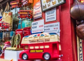 Photo sur Aluminium Londres bus rouge A view at Portobello Road Market