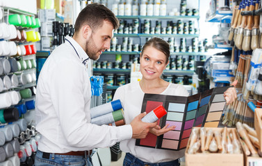Couple using palette scheme in store