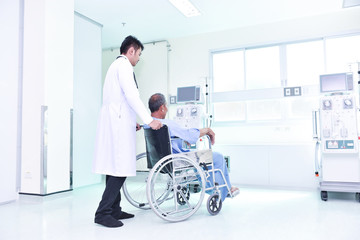 Doctors care for sick people with wheelchairs in the dialysis room.