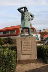 statue on the quay in Hoek van Holland for all fallen on sea