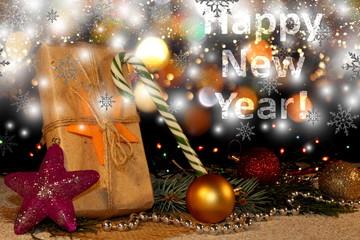 красивый новогодний фон с елочными игрушками и веточками ели на блестящем   фоне