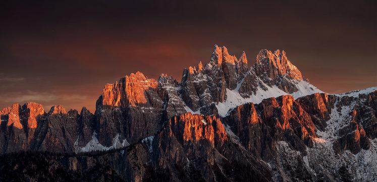 Wunderschöne Sonnenuntergang in die Dolomiten