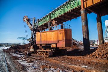 Underground gold iron ore mine shaft gallery excavating machine crawler power shovel