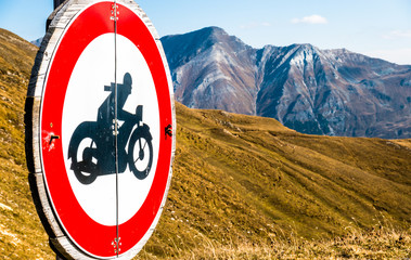 road closed for motorbikes sign