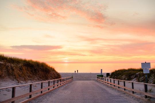 Dierhagen, Weg zum Strand im Abendlicht