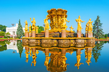 Tuinposter Aziatische Plekken The splendid golden fountain of Friendship of Nations in former Soviet exhibition complex (VDNH) and its clear reflection in water, Moscow, Russia.