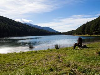 Paisaje en Engolasterses un lago en la parroquia de Encamp en el principado de Andorra, turismo en 2018
