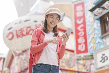 若い女性・大阪・新世界