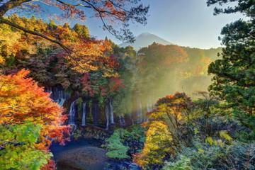 秋の白糸の滝と富士山