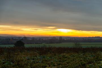 Lever de soleil sur un paysage de campagne en France Moselle