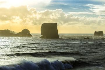 Küste von Island mit Monolith Wall mural