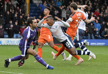 FA Cup Second Round - Bury v Luton Town
