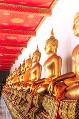 statue de bouddha dans un temple asiatique
