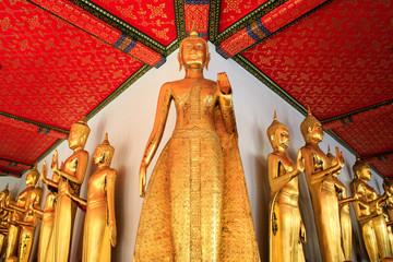 bouddha dans un temple asiatique