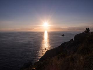 Atardecer en el Cabo de Finisterre, La Coruña, Galicia, vacaciones de verano en España, 2018