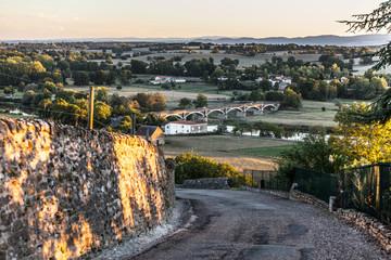 paysage du pont sur la Loire vue du bourg d'Iguerande