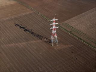 vue aérienne d'un pylône électrique à Boinville-en-Mantois dans les Yvelines en France